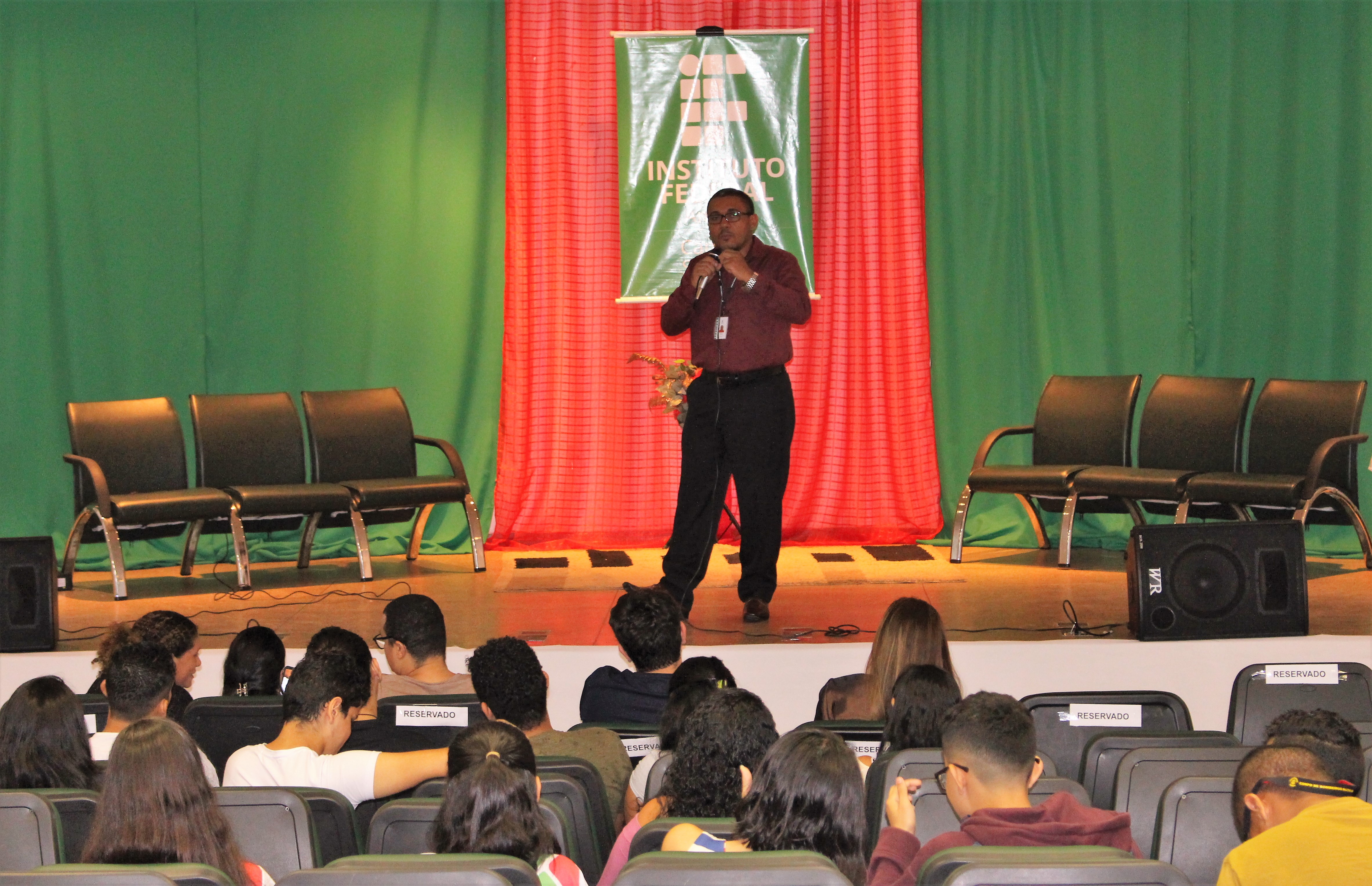 Campus Santana realiza aula magna de Comércio Exterior