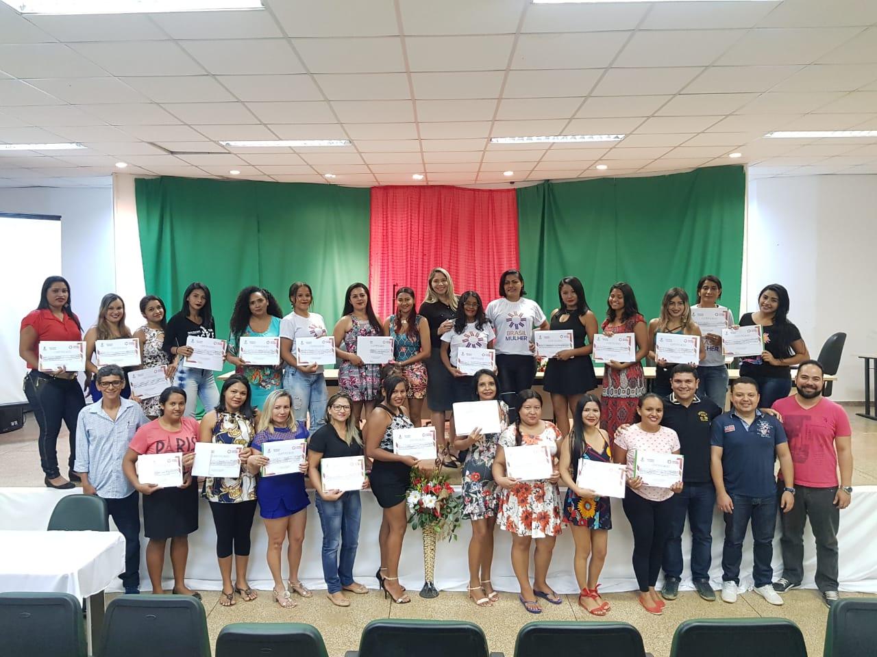 Campus Santana realiza solenidade de encerramento da 3ª turma do Brasil Mulher